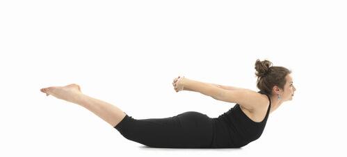 Pose de Yoga Sauterelle Tittibhasana